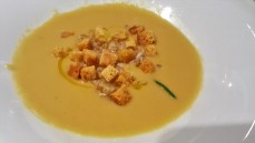 Chickpea soup with spelt & rosemary croutons